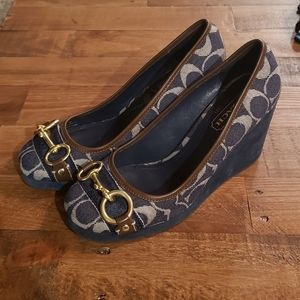 COACH Issy Wedge shoe.... navy blue womens size 7m